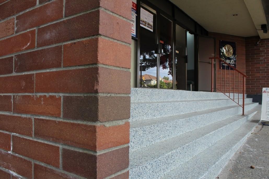 epoxy-flakes-flooring-contractor